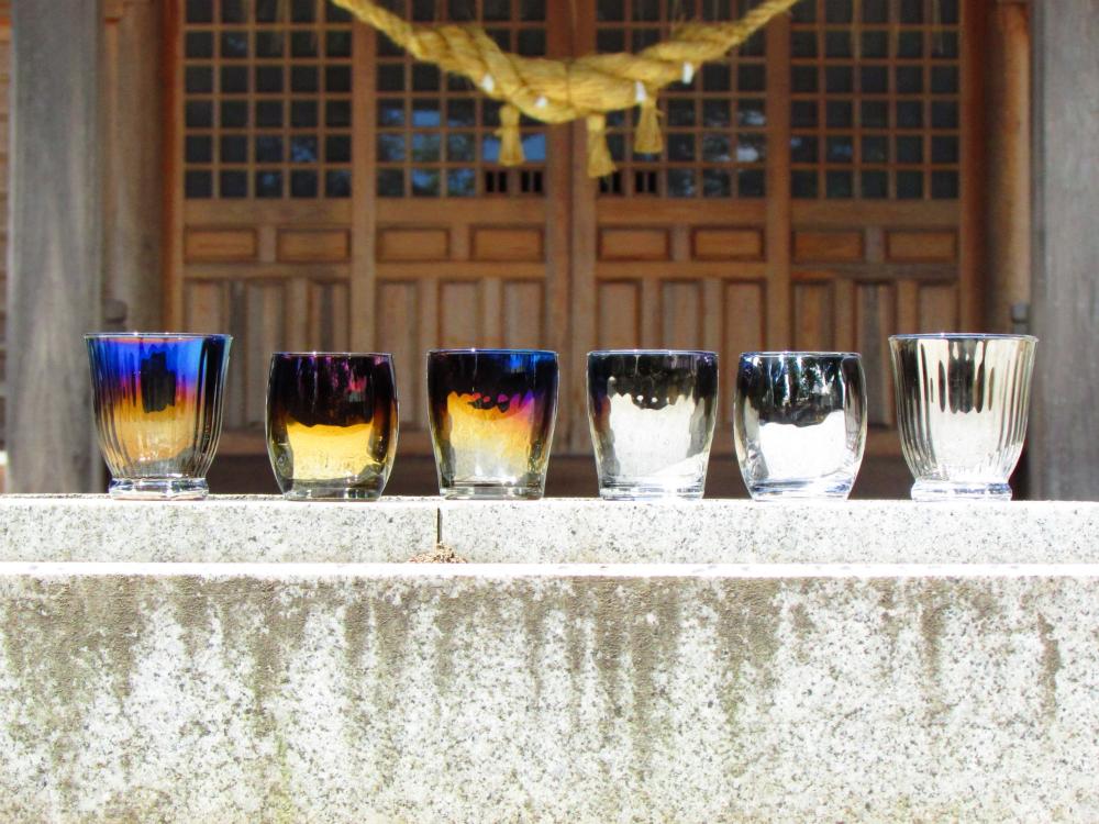 神社とグラス